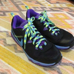 Nike • Women's Black Tennis Shoes